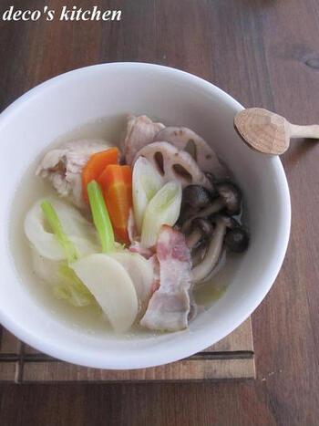 鶏もも肉とベーコンに干し野菜の旨みが絡み、スープまで美味しいポトフが完成しました。冷蔵庫に余っているお野菜を干しておけば、週末の冷蔵庫整理もできますね。