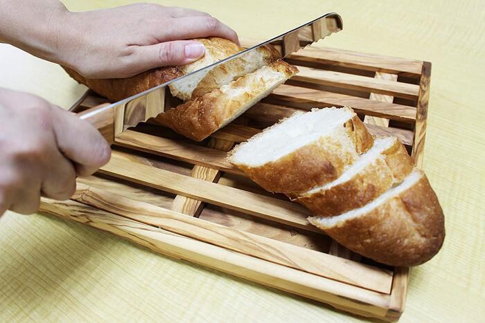 Arteinolivo ブレッドカッティングボード&ナイフセット/イタリア製 30.5cm オリーブ パン カット台 すのこ