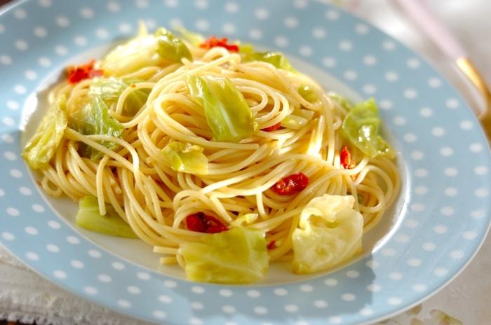 ドライトマト、アンチョビ、ニンニクという黄金の組み合わせは、香りよく食欲をそそるお味ですよね。最後にオリーブオイルを回しかけて、風味よく。