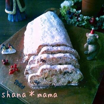 クリスマスには欠かせないシュトーレンもドライフルーツをたっぷり使うパンのひとつですよね。レンジで発酵させ、短時間で仕上がる簡単レシピなので、初心者さんでも安心してチャレンジできますね。