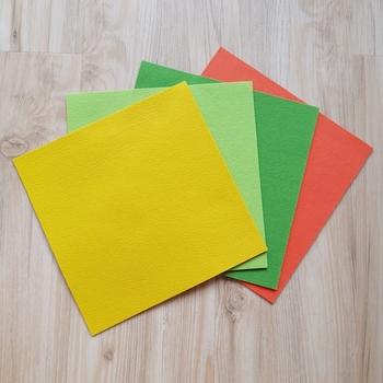 ワッペンの土台でよく使われているのが、端のほつれにくいフェルトです。 手に入れやすく色が豊富で、100円ショップでも購入できます。