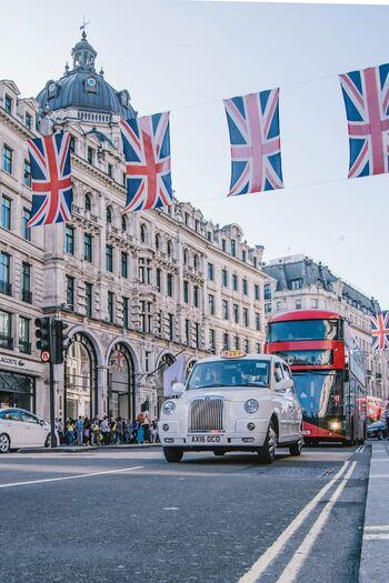 ファッションやミュージックなどの先を行くイギリスのロンドン、秋のシーズンにはライブなどもたくさんあり、刺激を求めに行くのもおすすめ◎