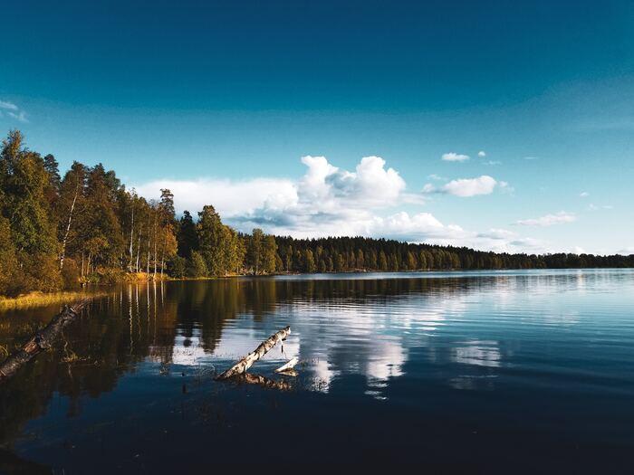 ノルウェーは、キャンプの聖地としてもマニアには憧れのスポット♪寒さが厳しくなる前にノルウェーの湖畔の近くでのんびりキャンプを楽しむのも良いですね◎