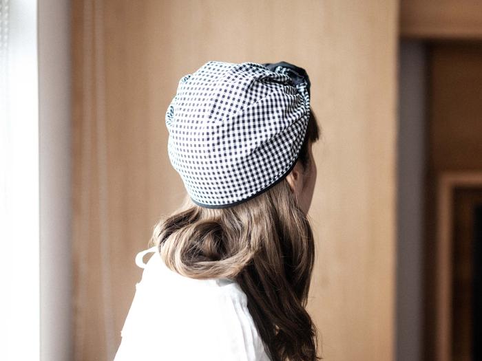 頭に巻いたときの可愛さや、クレープのようなかわいいパッケージもポイント。就寝時はもちろん、ヘアターバン感覚で髪を美しくするヘッドアクセサリーとして日常で着用してもいいですね。キッチンでのオシャレな衛生帽としてかぶるのもおすすめです。