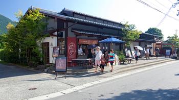 和洋のお菓子、ジャムなどを取り扱う「鞠智 (くくち)」で、ほっこりやさしい甘みのスイーツをいただきませんか。  カフェになっているので、休憩スポットとしてもおすすめ。