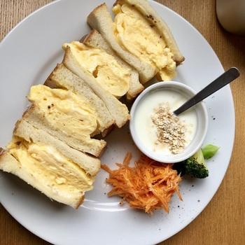 京都では卵サンドを出しているお店が数多くありますがこちらの特徴は、想像以上にふわとろのスクランブルエッグ。パンとの相性も抜群!ボリューム満点なのでお腹いっぱいに満たされます。
