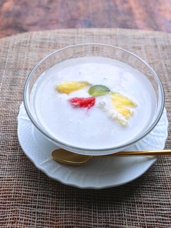 人気のタピオカが食べたくなったら、こんなスイーツはいかが?牛乳の代わりにココナッツミルクを、そして砂糖の代わりに甘酒を使ったタピオカミルク。自然発酵の甘酒は、体にいいだけでなく、優しい甘みとしてお菓子作りに大活躍します。