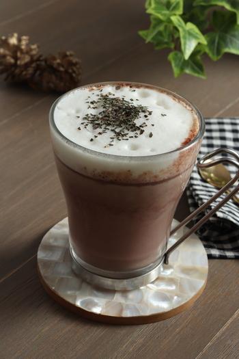 チョコミント好きならこちら。ペパーミントをちょい足しすることで爽やかなミントの香りが楽しめる、ちょっと大人なホットチョコレートです。