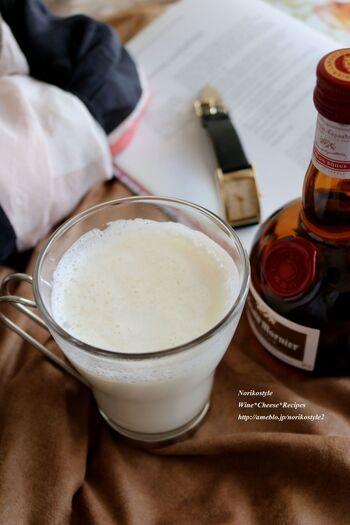 甘くて爽やかな香りに癒される、オレンジリキュールのホットミルク。大人のリラックスタイムにぴったりです。