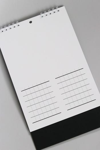 このようにカレンダー用の罫線と、手書きなどを楽しめるまっさらなスペースが上部に付いています。そのため、好きな月のタイミングでカレンダーをスタートできるのが嬉しいところ。  2か月表示できるタイプなので、6枚、オリジナルデザインを楽しめますよ。