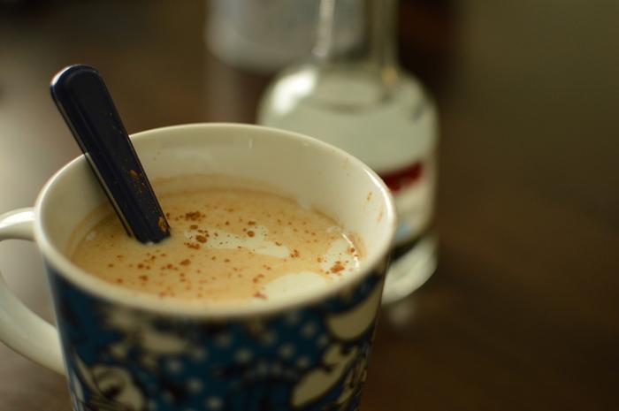 蜂蜜酒と同量の牛乳を入れて…ミルクミードに!この飲み方はホットでもアイスでも美味しいですよ。お好みでシナモンパウダーやシナモンスティックを添えてもGOOD。とっても飲みやすくなりますが、お酒なので飲み過ぎにはくれぐれも気をつけて下さいね。