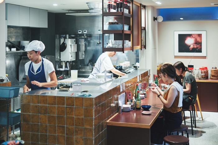 二子玉川店は、広めで少し違った雰囲気。並ばずにゆったり食事を楽しめる