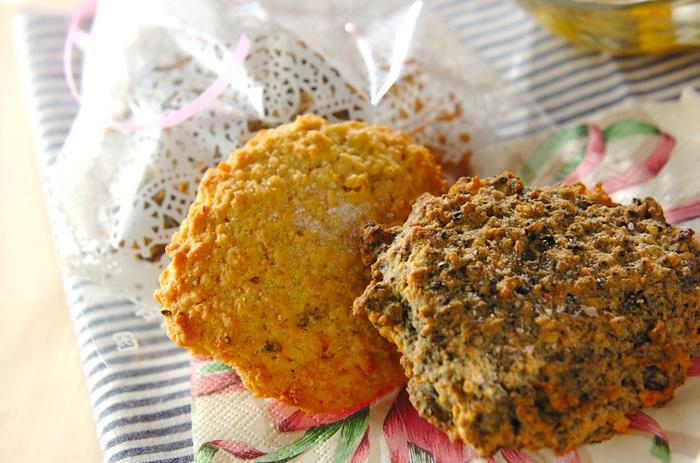 おからのソフトクッキーはごま風味、ハーブ風味、ジンジャー風味と三種類の味に展開しています。ひとつの生地で、味わいをいろいろな味わいを楽しめるとちょっぴり得をした気分になります。