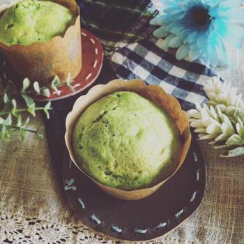絹ごし豆腐や小松菜を使ったヘルシーなカップケーキ。バターを使わず、マイルドな風味に仕上げています。優しいグリーンがとても綺麗ですね。