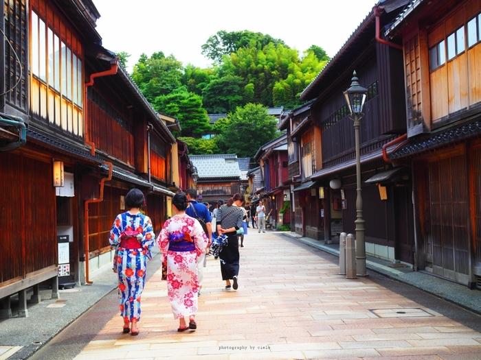美味しいものや素敵な工芸品などがたくさん揃う金沢には、おすすめのお土産もたくさんあります。旅行の前に買いたいものをチェックして、素敵なお土産を選んで下さいね。