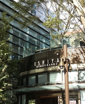 北海道土産として有名な「白い恋人」の石屋製菓が、道外初となる直営カフェをオープンしました。9月に開業した日本橋の新商業施設「COREDO室町テラス」内にあります♪