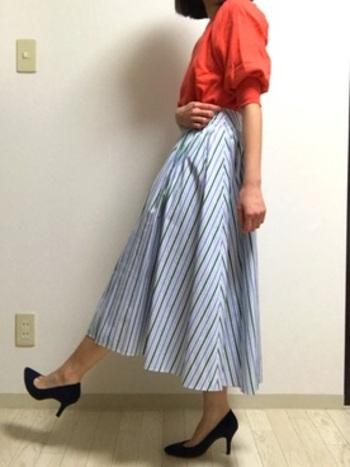 洋服のコーディネイトがナチュラルカジュアルであれば、足元までナチュラルだと少々トゥーマッチかも。足元は女性らしいハイヒールにするくらいがバランスが取れます。