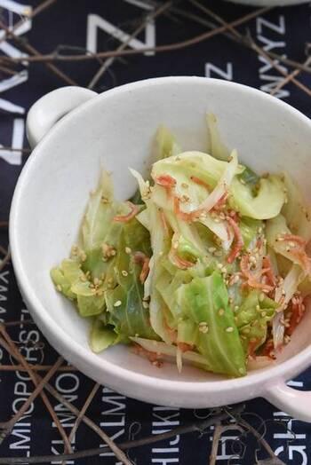 冷蔵庫で約3日保存ができる便利レシピ。桜海老のピンクと春キャベツの緑がお弁当に花を添えてくれます。