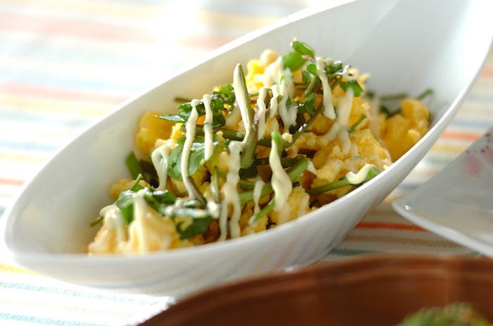 卵とクレソンの、緑と黄色の美しいコントラストがお弁当に映える一品。レンジで作れちゃうのも嬉しいですね。