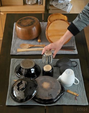 デンマーク生まれのティータオルは、水切りかごの役割を果たしてくれます。「エジプト」と「アビルド」の2種類あり、水切りとして使うならエジプトがおすすめ。大きくて厚手で、表面が凸凹しています。アビルドは薄手で吸水性が良いので、食器を拭くのに向いています。