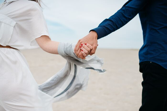 フランスでは、女性は経済的に自立している場合も多く、結婚がゴールという考え方は少ないそう。日本のように、適齢期だからと結婚に焦ることは多くありません。世間体や金銭面でなく、好きな人と一緒にいることを軸に恋愛や結婚を考えます。