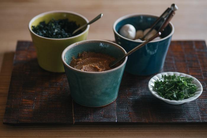 ちょっと珍しい丸いデザインのバターケースは、自由にいろんな使い方がえきます。例えば、お味噌やかやく、鰹節を入れておけば、毎朝のテーブルで即席お味噌汁が簡単に作れます。蓋もあるので、そのまま冷蔵庫で保存可能。簡単だけど、特別感のあるお味噌汁を味わってみてください。