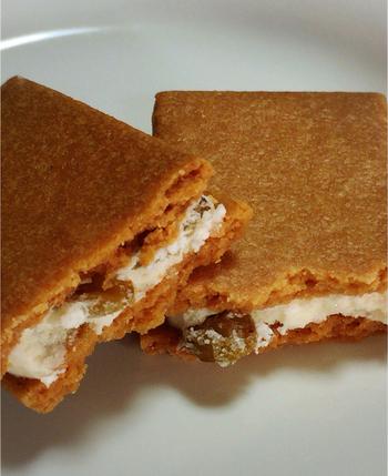 しっとりした緑のレーズンとフレッシュバターのクリームが相性抜群。洋菓子派の方へのお土産にぴったりです。