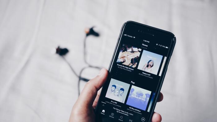 その他の音楽配信のサブスクサービスには、ご存知の「Apple Music」、身近な「LINE MUSIC」、他にも「YouTube Music」、「Google Play Music」、「Amazon Music Unlimited」、「AWA」などがあります。