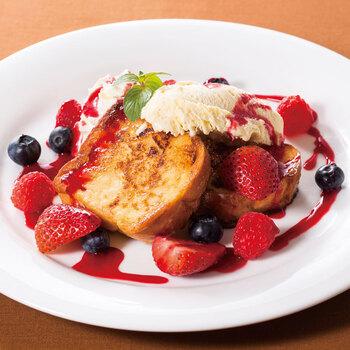 お食事やスイーツのみニューも豊富で、フレンチトーストやパンケーキなどコーヒーにも相性抜群のメニューです!
