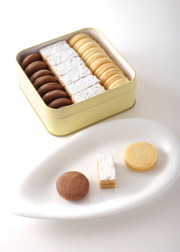 銀座ハプスブルク・ファイルヒェンは、オーストリア国家公認の料理人、神田真吾シェフが銀座でオーストリア料理を提供する格式高いお店です。「テーベッカライ」は、オーストリアの伝統的な焼き菓子の詰め合わせで、手土産に大変人気のある商品です。
