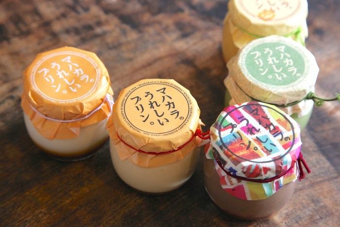 お客さんの笑顔や「うれしい」顔のために作られるプリンは、カラフルなパッケージも可愛らしく手土産に大変おすすめです。保存料を使わずに作られているので日持ちは短いですが、お子様も安心して食べられるプリンです。