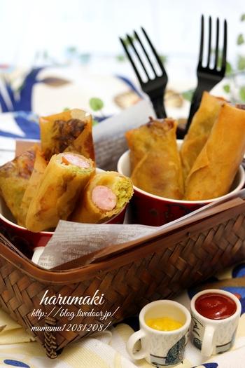 カレー粉で炒めたキャベツが、いい味わいを出してくれるホットドッグ風春巻きは、お好みでケチャップやマスタードをつけて食べてみてくださいね。小腹が空いた時やおやつにオススメです。