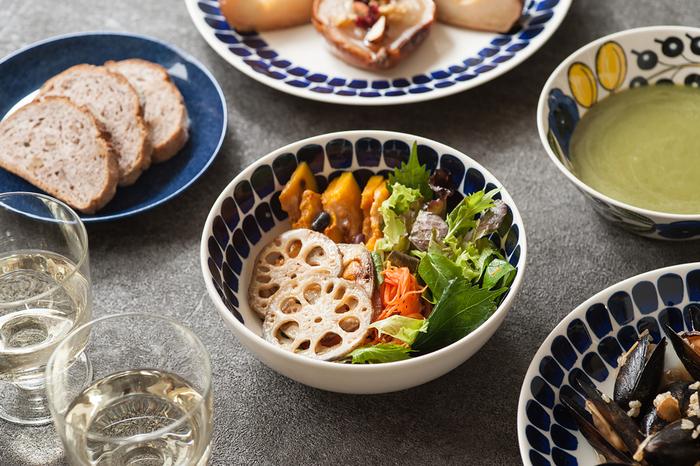 """フィンランド語で""""瞬間""""を意味する「TUOKIO(トゥオキオ)」シリーズは、朝食やコーヒータイムなど1日の中のあらゆる瞬間をおしゃれに彩ります。プレートやマグカップなど様々なアイテムが展開されていますが、こちらのシリアルボウルは深さがあるデザインなので、サラダやスープの大皿としても使用できます。同じシリーズで揃えたり、他の北欧食器と組み合わせたりと、シーンに合わせて様々なコーディネートが楽しめますよ。"""