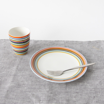 同じオリゴシリーズのプレートと揃えると、より統一感のあるおしゃれなコーディネートが楽しめますよ。直径20㎝のプレートはメイン料理の取り皿やパスタ皿、朝食のワンプレートなど幅広い用途に使用できます。