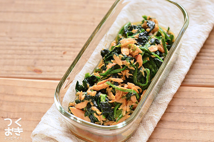 旬の食材ほうれん草は和洋中なんでも合う万能野菜。オイスターソースで炒めれば一気に中華になりますよ。ご飯も進む栄養満点な副菜です。
