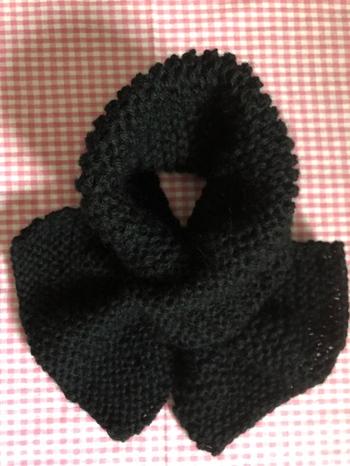 ガーター編みは、表目と裏目が1段ずつ交互になっている編地になります。表を見て編む段も、裏を見て編む段も表目だけで編み進めるので、初心者さんでもミスなく編んでいける編み方です。