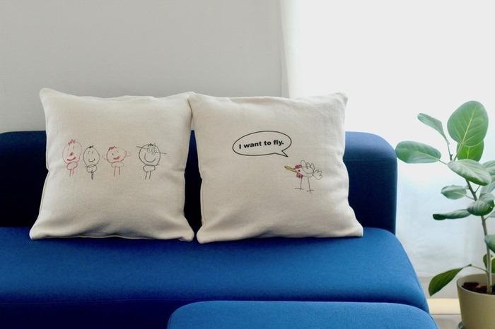 こちらは子どもの絵をクッションカバーに刺繍してもらうというもの。イラストに吹き出しをつけて、さらにアーティスティックにするもよし、シンプルにイラストだけを並べるもよし。余白を大きく取ることで、自由でおおらかな雰囲気を醸し出しています。