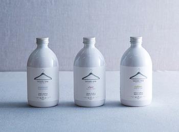 フランスのフレグランスブランド、ロタンティック社の洗濯用洗剤と柔軟剤。「カルム(穏やかに)」「クレー(透明感)」「コントン(幸せ、お気に入り)」の、3つのテーマと香りがあります。