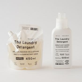 シンプルでハイセンスなデザインが魅力の「THE」ブランドの洗濯洗剤。見た目だけではなく、少量で汚れをしっかり落とすことができ、洗濯洗剤・おしゃれ着用洗剤・柔軟剤の3役を1本でこなします。