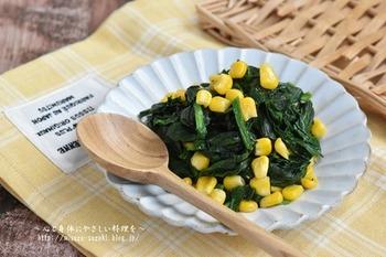 シンプルだけど、緑×黄色のコントラストがきれいなレシピ。どちらも冷凍保存が可能な食材なので、ちょっと彩りが寂しいなと思ったらプラス出来る便利な一品です。