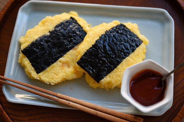 卵かけご飯をフライパンで焼いただけなのに、黄色が綺麗で大人も子供も喜ぶ一品です。チャーハンの様にパラパラしない事で、盛りつけやすく食べやすいのも嬉しいですね。お弁当箱の大きさに合わせて、焼く時のサイズを調整してくださいね。