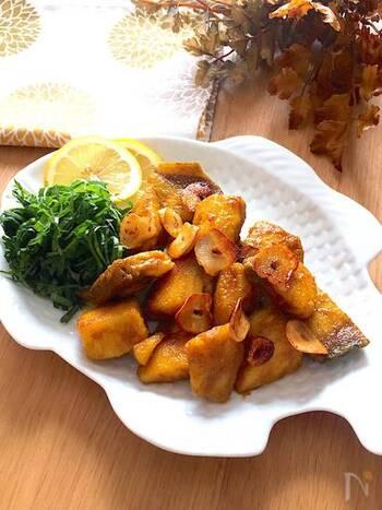 お魚もカレー味にするとお弁当にも◎。これならお子様にも喜んでもらえそうですね。カレー粉の黄色が彩りとしても綺麗です。