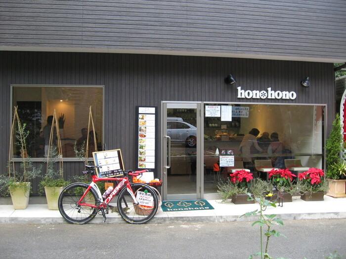 散策が人気の修善寺周辺。休憩ついでに、カフェ巡りをしても楽しそうです。修善寺の人にも人気のhono hono cafe(ホノホノカフェ)では、地元の食材を使ったメニューが楽しめます。テラス席は、ワンちゃんもOK!ゆったりくつろげるカフェです。
