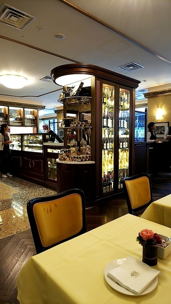 2019年9月12日、銀座シックスにニューオープンした話題のカフェです。ラグジュアリー感のある雰囲気は、イタリアのミラノの伝統を表しているような特別な空間を演出しています。