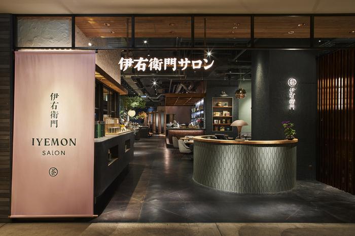 2019年7月3日、渋谷ヒカリエにオープンした日本茶を楽しむカフェです。京都で人気の伊右衛門カフェが東京に初上陸しました。落ち着いた内装の中、ヘルシーで美しいおばんざいやデザートがいただけます。
