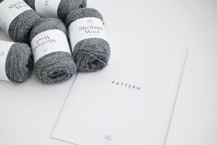英国羊毛のシェットランドウールはとてもあたたかいのが特徴。ベストなら、秋口から春先にかけて長く着られるというのも嬉しいポイントですね。