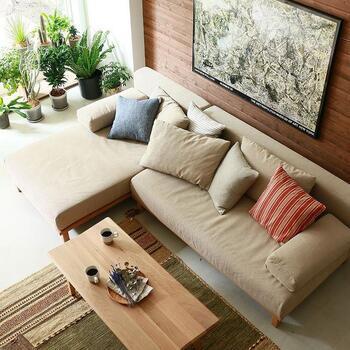 ソファ選びで感じたのは、「体感すること」の大切さ。デザインや素材感は写真でも選べるものの、座り心地や肌にふれたときの素材感は、やはり実際に座ってみるのが一番。