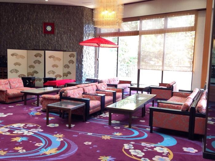 別館大観荘のロビーは高級感溢れる和風モダンな空間。近代芸術の地の五浦らしく、芸術品なインテリアや装飾が散りばめられ、ロビーで過ごすだけでも上質な雰囲気を楽しめることができます。記念日や、特別な日などにもぴったりのホテルです。