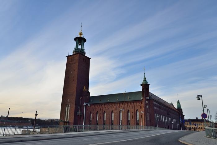 ノーベル賞と深く関わっている場所といえば、ストックホルム市庁舎。  こちらの「青の間」では受賞者の晩餐会が、「黄金の間」ではダンスパーティーが行われるのだそう。  一般の方でも有料で入場ができるので、荘厳な雰囲気をぜひ体感してみてはいかがでしょうか。
