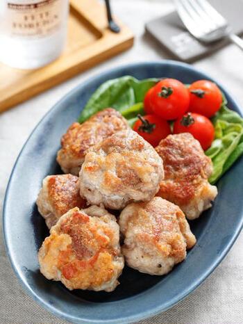 炒め物以外なら、からあげもおすすめ!こちらのレシピでは、豚こまを丸めてフライパンで揚げ焼きしています。衣は解凍した後につけましょう。鶏むね肉よりもジューシーで柔らかく仕上がりますよ。
